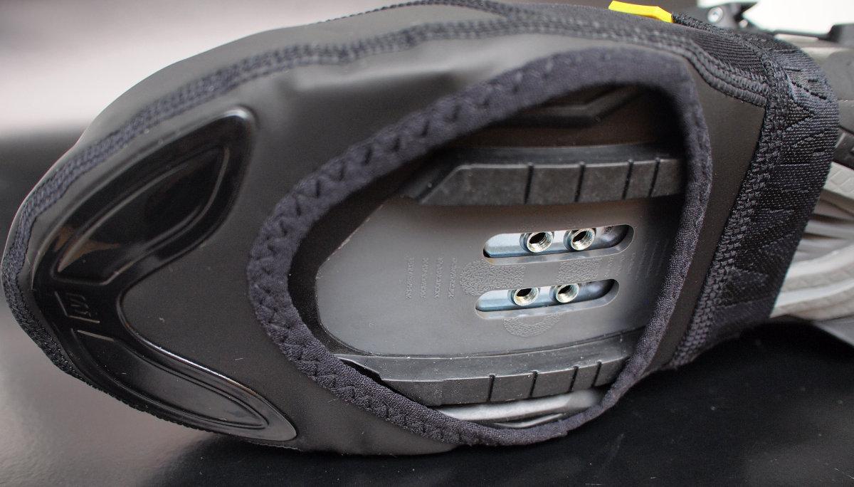 Akár országúti akár MTB cipővel párosítható...