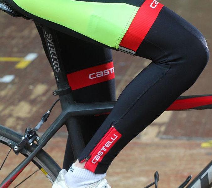 Amikor még nem feltétlenül szükséges a hosszú szárú kerékpáros nadrág, illetve a nappali felmelegedéssel érdemes átöltözni...