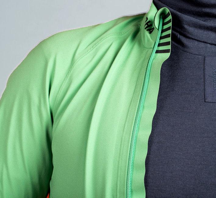 Egy megfelelő aláöltözetben lényegesen kellemesebb mind a nyári, mind a téli bicajozás...