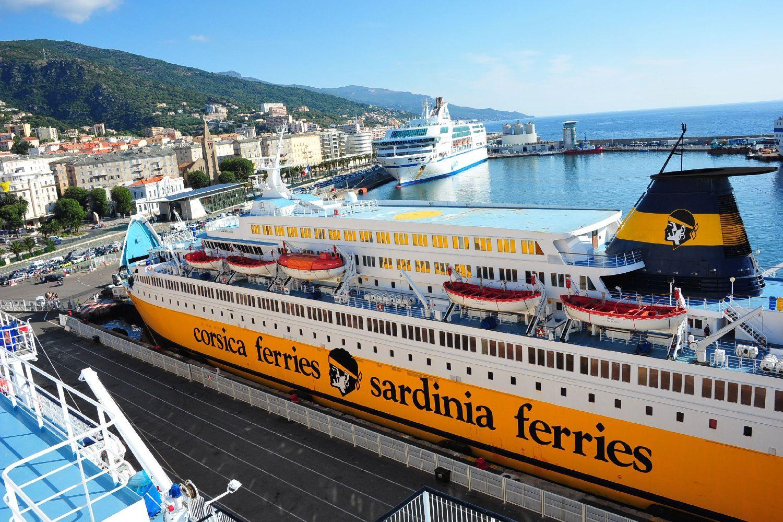 A prezentáció után ismét egy hajó a főszerepben, itt került sor a sajtótájékoztatókra