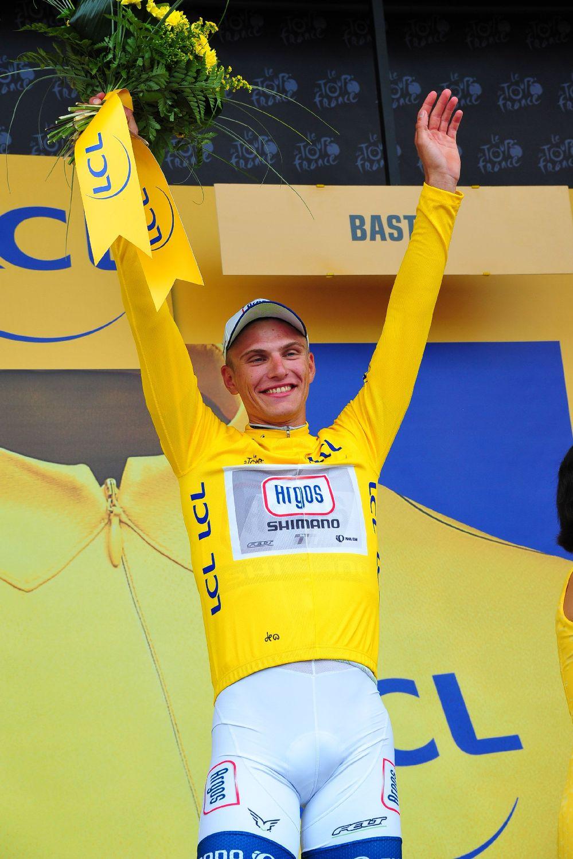 Kittel a sárga trikót is felhúzhatta, majd nyilatkozatában sportszerűen megemlítette, hogy szeretne úgy is küzdeni, hogy ott van Greipel és Cavendish (akik ma belekeveredtek az esésekbe), de a mai nap mégis az ünnaplésről szól.