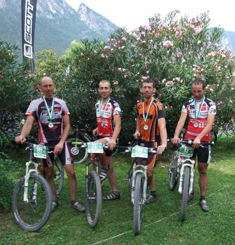 Az utolsó szakasz sikeres befejezése után a magyar versenyzők balról: Vock Balázs, Halász Róbert, Várallyai László és Marton Attila