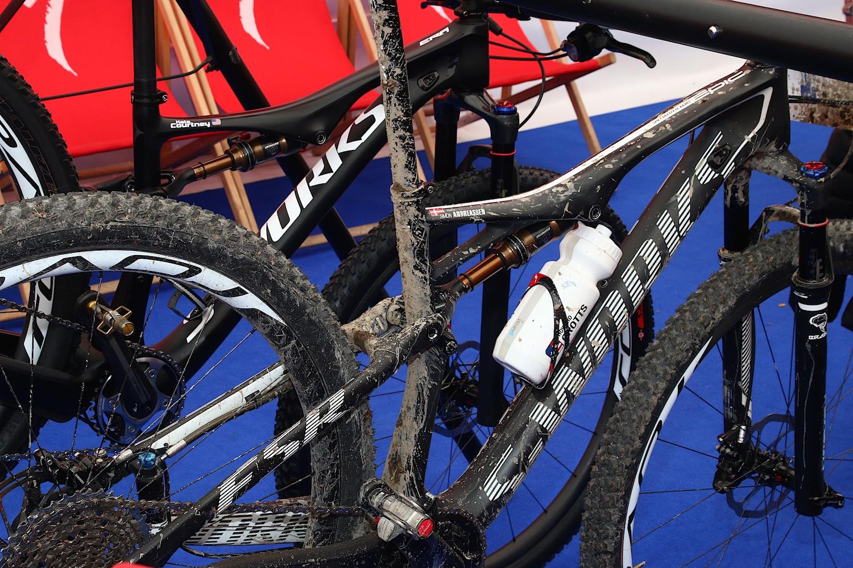 Sajnos a junior világbajnok Andreassen feladta a versenyt, de a bringája elérhető volt a futam után.