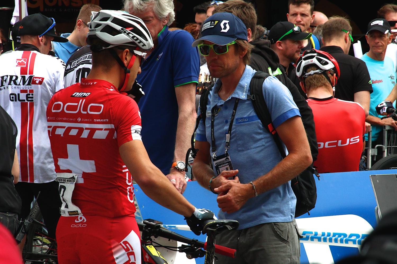 Nino megkapja az utolsó instrukciókat a legendától Thomas Frischneckttől.