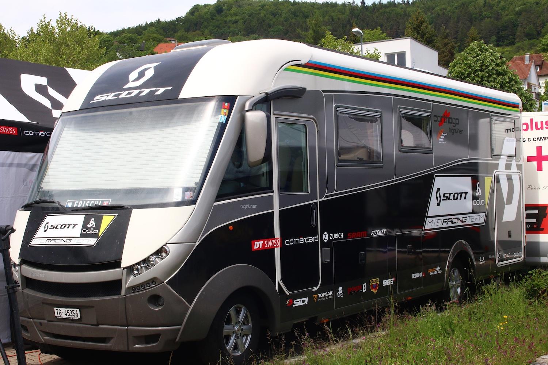 Nem csak Richi Porténak jár saját lakóbusz. Bár ez nem akkora mint az Excursion, de azért megteszi :)