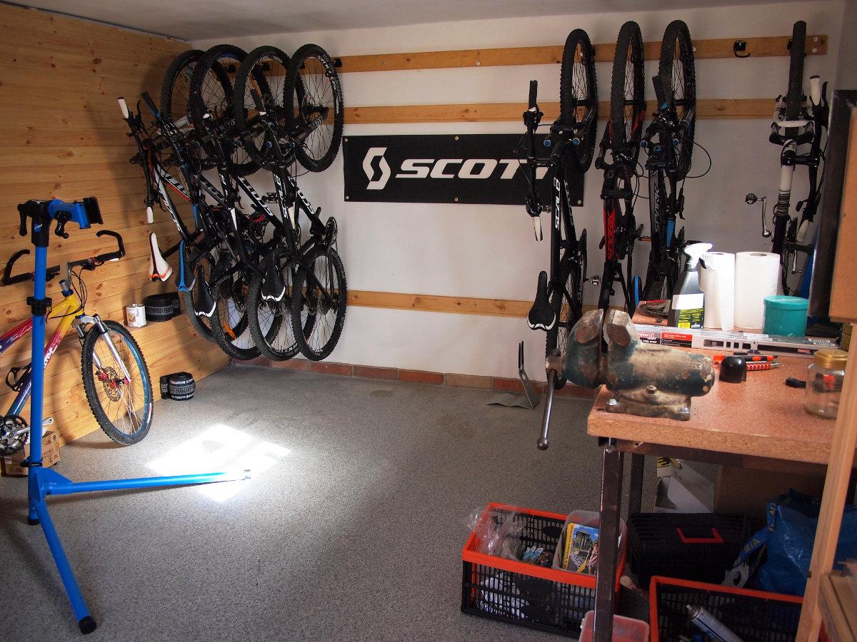 A Scott tesztközpont gépparkja és a kiválóan felszerelt műhely...