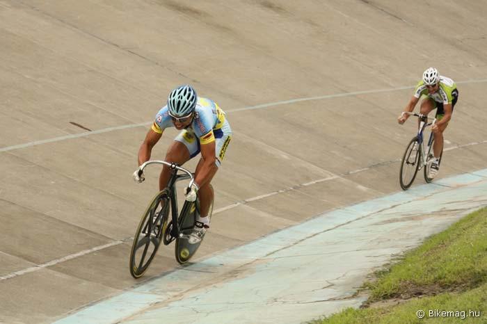 Az előtérben haladó Szalontay Sándor 2007. telén járt először a Millenárison. A 2008-as felnőtt magyar bajnokot viszont ezúttal ekkora különbséggel verte