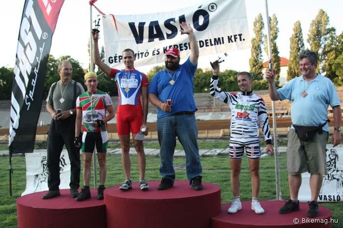 A stéherverseny győztese Fekete Dániel lett Tarapcsák Péter motorja mögött