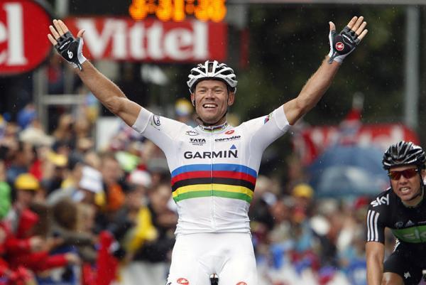 Márkaimidzst kellene létrehozni az UCI-nak: a szivárványszínű szimbolum értékesíthető...