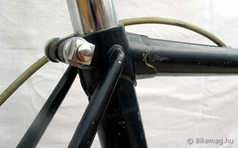 Velvárt Nándor cége által az ötvenes években épített országúti kerékpár részlete