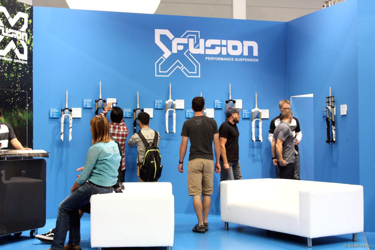 Az X-Fusion standja sok érdeklődőt vonzott