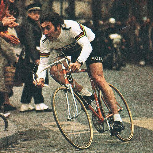 Eddy Merckx - kortársaihoz hasonlóan - a klasszikus Coppi-stílust követte...